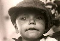 Bert met hoed. Ongeveer 3 jaar oud.