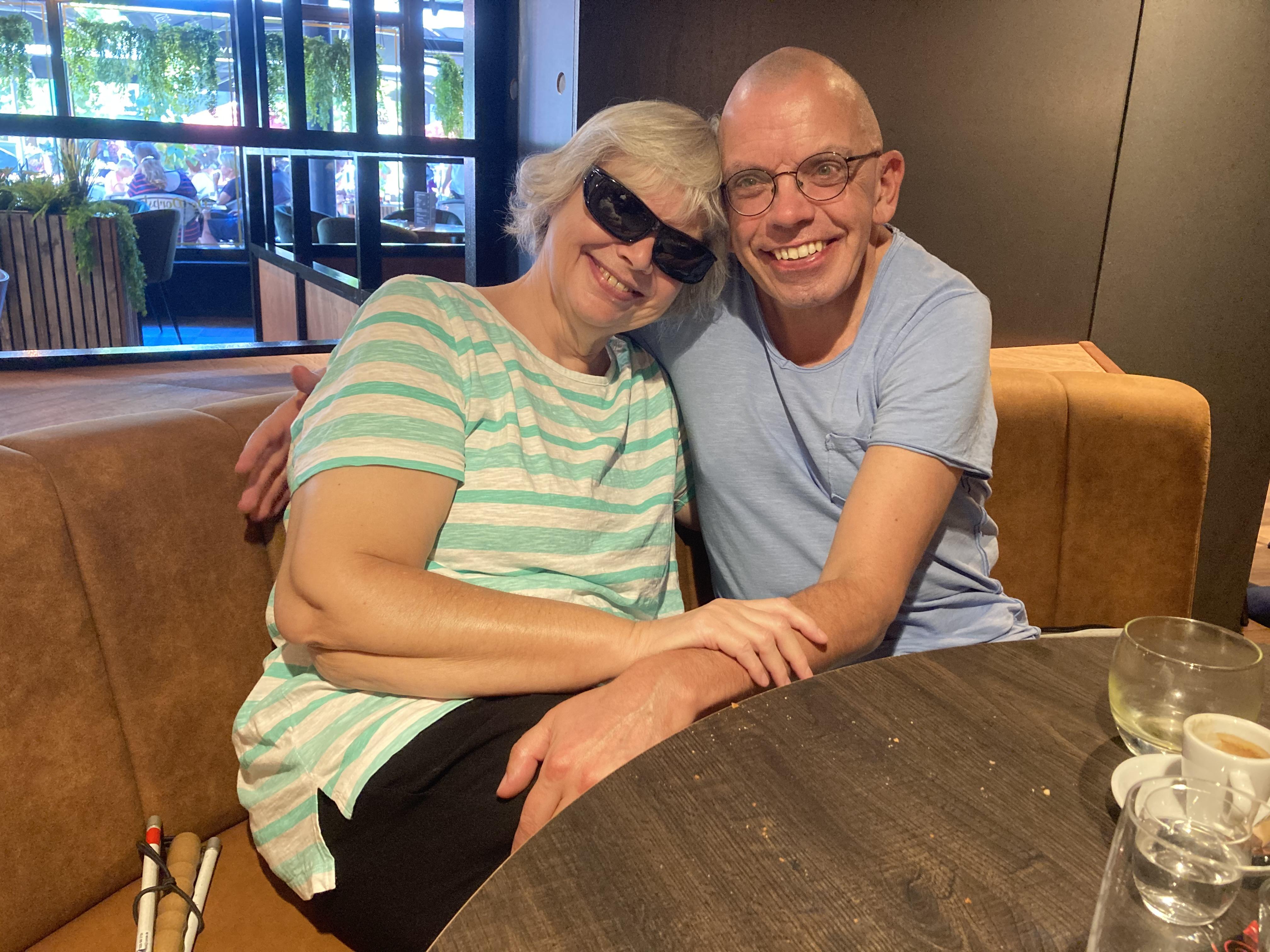 Deze foto is gemaakt tijdens de lunch in De Dorpskamer van Leek. Anne en Bert op 1 foto.